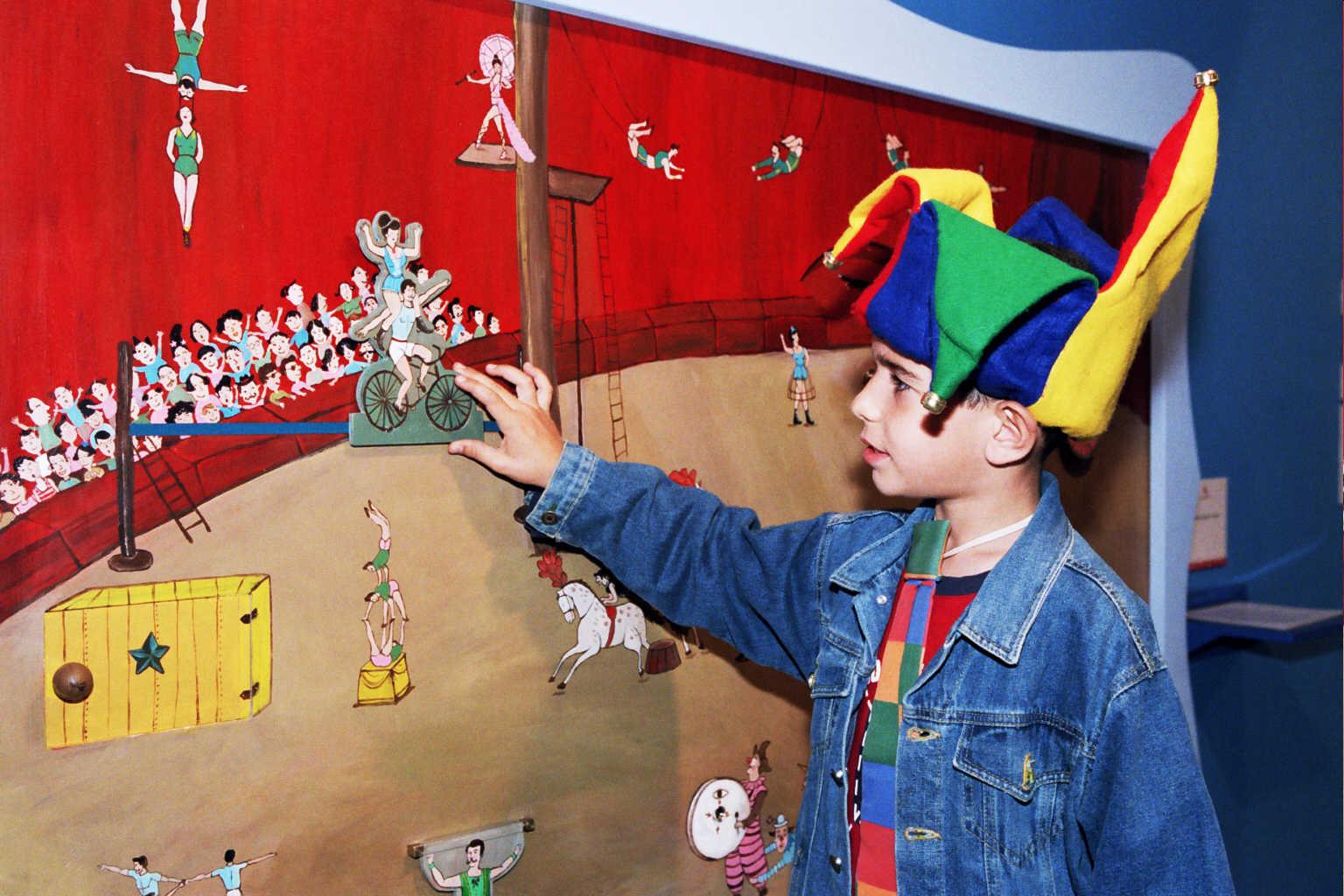 """מתוך תערוכת """"קסם הקרקס"""", מוזיאון תל-אביב לאמנות, 2004-2005"""