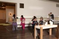 """ארונות תצוגה נמוכים בתערוכה """"החיים הוראות שימוש"""""""