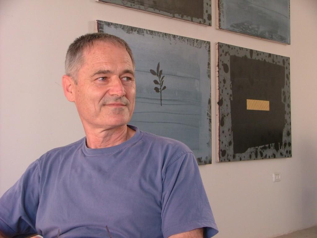 לארי אברמסון בסטודיו בדרום תל אביב. צילמה: דניאל שוורץ