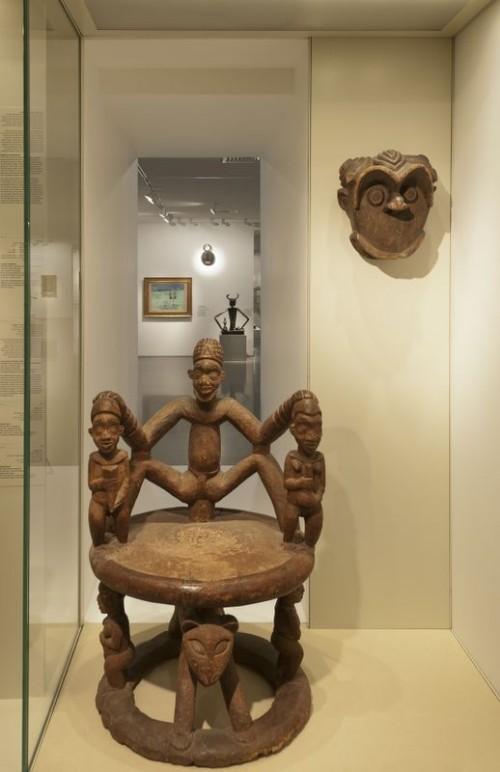 מבט מהאולם לאמנות אפריקה לאולם אמנות המאה ה-20. צילום: שרה קופלמן-סטביסקי
