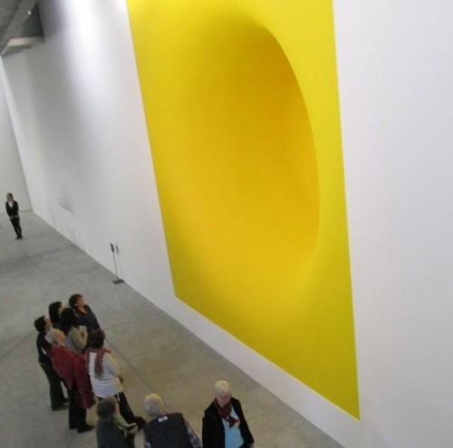 חברות הקבוצה בתערוכה של אניש קפור. צילום: עמית צוק