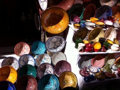 סדנה לאיור על כלי קרמיקה באסווירה, מרוקו. צילום: נטע אלקיים