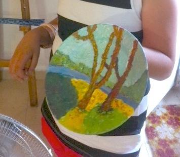 איור על צלחות קרמיקה בהשראת ציירים מפורסמים. צילום: נטע אלקיים
