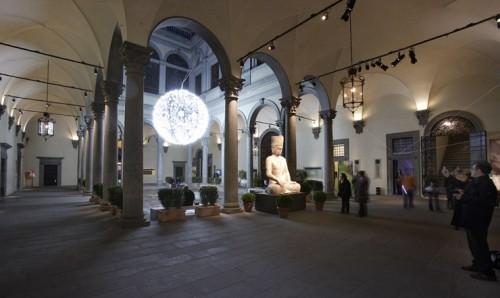 """פסל הבודהה בתערוכה """"סין: בחצר הקיסרים"""", אביב 2008, ארמון הסטרוצי, פירנצה"""