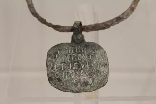 קולר ברזל של עבד, מאות 4–6 לספירה, אוסף המוזיאון הלאומי, רומא
