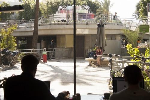 נחת – סלון-קפה. תצפית על כיכר דיזנגוף. צילום: ענת ברזילי